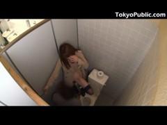 大橋未久が公衆便所でセックスしてるエックビデオ 日本人